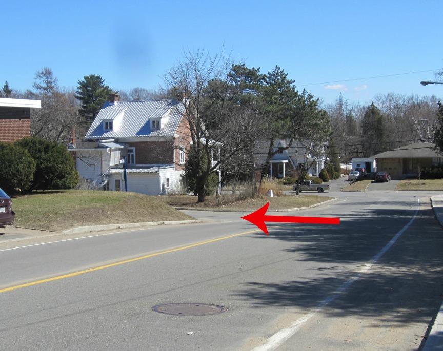 À partir de la rue Prévost, tournez à gauche sur la rue Morel que vous voyez ici